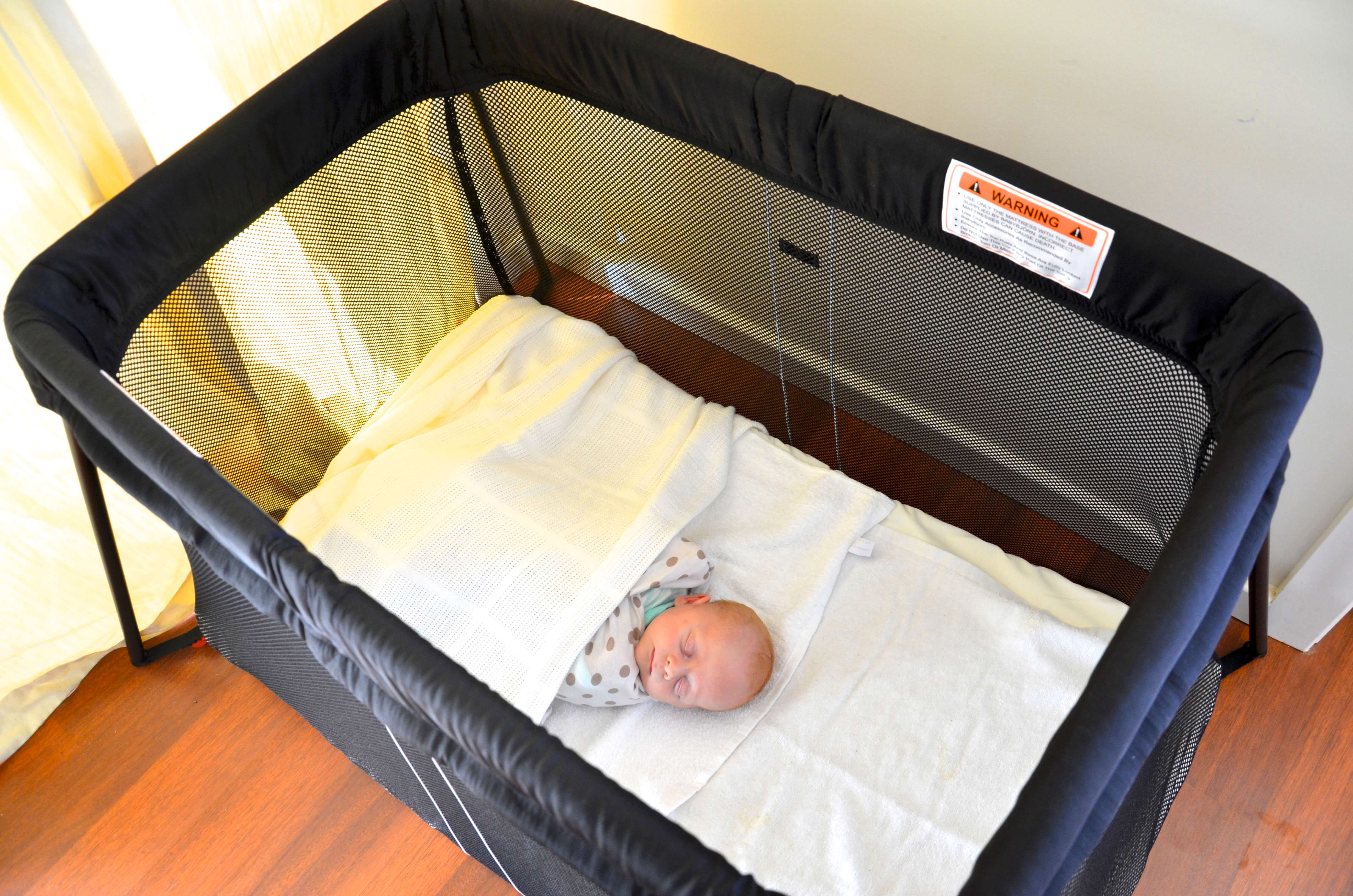 road testing the baby bjorn travel cot light stuff mums like. Black Bedroom Furniture Sets. Home Design Ideas